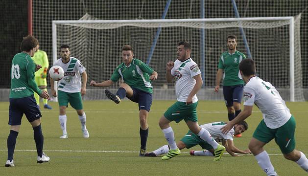 Imagen de un partido de esta temporada entre Iruña y Pamplona