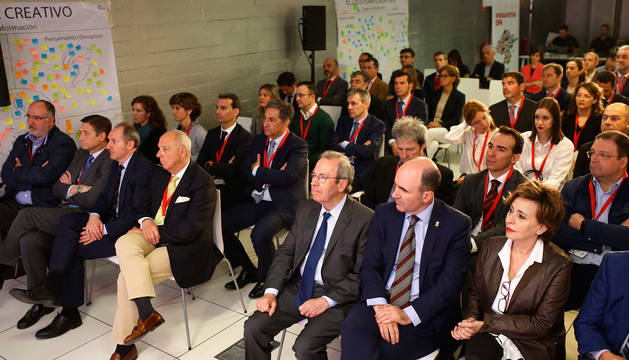 Comienzo del  encuentro Industria DN 2018, con Virgilio Sagüés, presidente del Consejo de Administración del Grupo La Información, el vicepresidente del Gobierno Manu Ayerdi y la directora de Diario de Navarra, Inés Artajo, a la derecha.