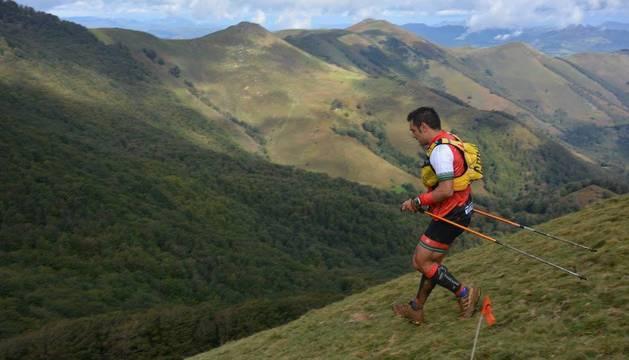 Un corredor, por las laderas del Saioa en la pasada edición