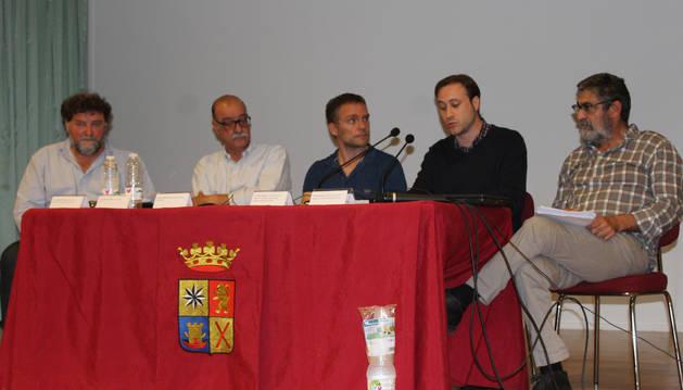 Desde la izda, Juan Carlos Sancha, Fernando Chivite, Iñaki Mendioroz, Jorge Gutiérrez, y Emilio Barco en la jornada que tuvo lugar el miércoles por la tarde en el ayuntamiento de Viana.