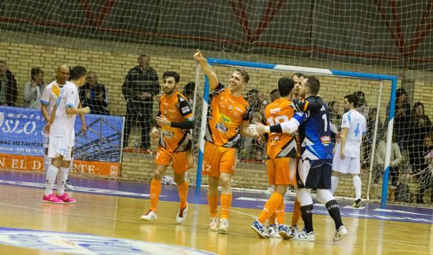 Los jugadores del Aspil-Vidal celebran un gol en un partido anterior disputado en el Ciudad de Tudela.