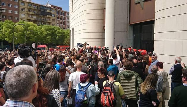 Concentración de este viernes ante el Palacio de Justicia de Pamplona.