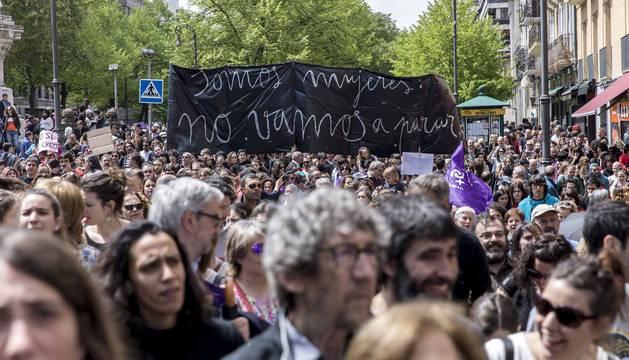 La manifestación ha comenzado a las 12.30 horas en el Palacio de Justicia y la marcha se dirige a la Plaza del Castillo