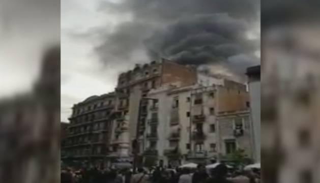 Imagen del incendio en el Raval