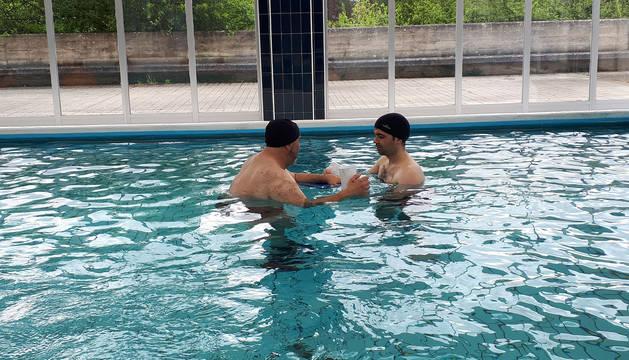 foto de Quince pacientes se benefician ya de la terapia acuática para enfermedades neurológicas.
