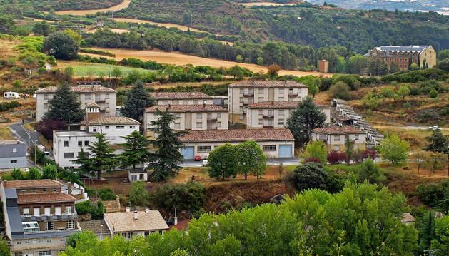 El barrio de Camineros junto al que se levantará la futura sede del guarderío forestal y, a la derecha al fondo, el Verbo Divino.