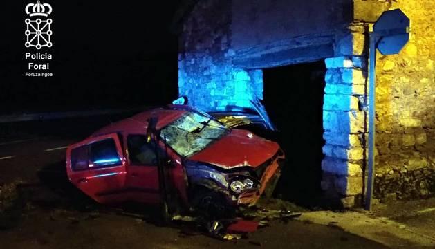 Tres vehículos sufrieron daños de consideración y uno de ellos se empotró contra una casa