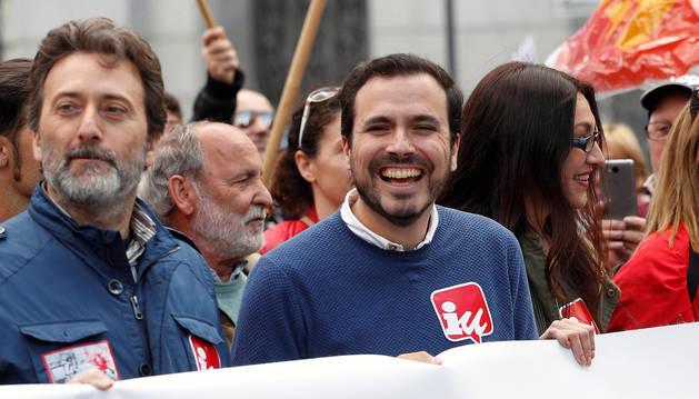 foto de El líder de IU Alberto Garzón participa en la manifestación celebrada en Madrid con motivo del Primero de Mayo.