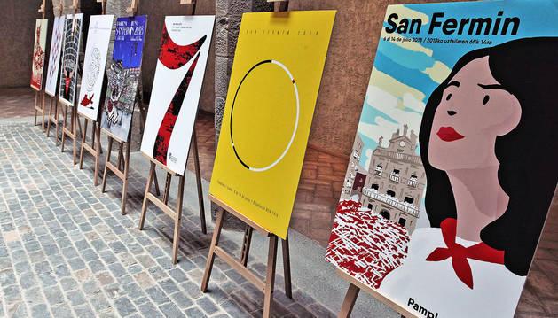 foto de Las ocho obras finalistas del concurso de carteles de San Fermín 2018.