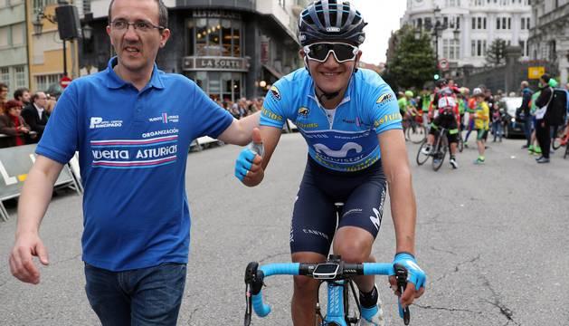Richard Carapaz sonríe tras proclamarse vencedor de la Vuelta a Asturias