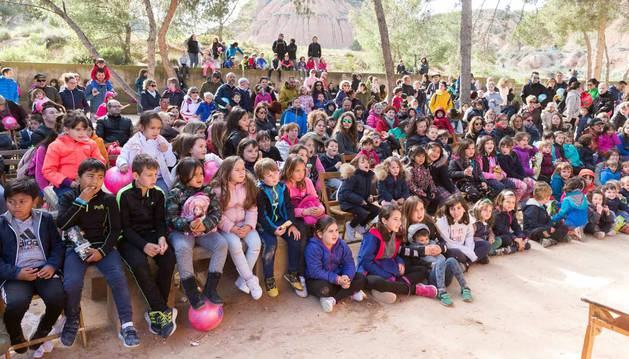 El intenso  viento no impidió que cientos de tudelanos degustaran las tradicionales 'culecas'