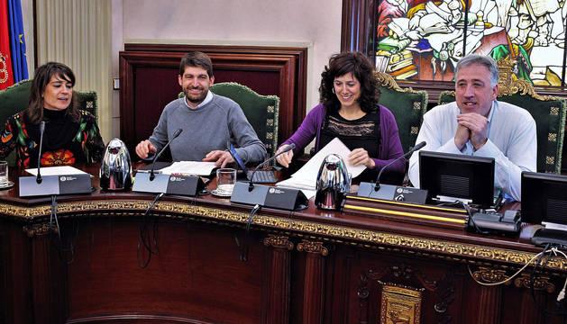 Miembros de Bildu este jueves en el pleno del Ayuntamiento de Pamplona.
