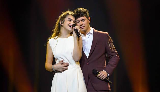 Amaia Romero y Alfred García visitan Lisboa antes del primer ensayo en el estadio Altice Arena, donde se celebrará el festival de Eurovisión