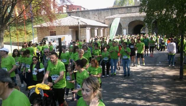 Un sol radiante se une a la V Marcha contra el Cáncer en Pamplona