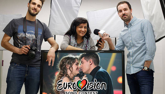 David García (izda.), Eva Fernández e Íñigo Sota forman el equipo de 'Diario de Navarra' para Eurovisión.