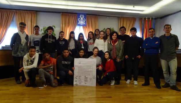 Alumnado del IES Barañáin presenta un proyecto sobre migrantes y refugiados