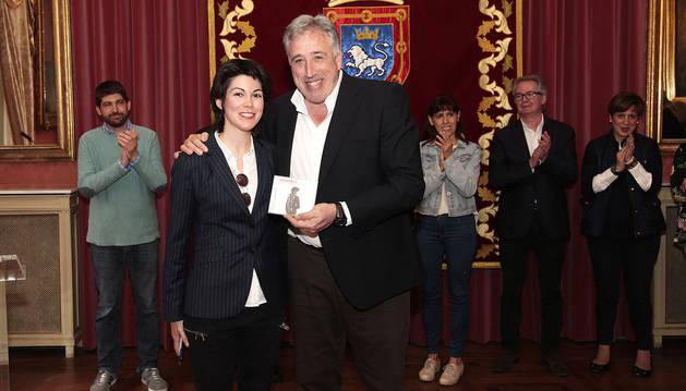 Recepción en el Ayuntamiento a la viola pamplonesa Isabel Villanueva