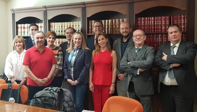 foto de zaskun Goñi (Política Económica) y Miren Ausin (Proyección Internacional) recibieron a la delegación.