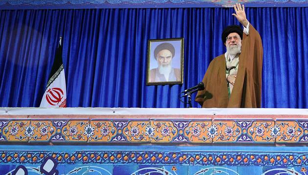Jameneí marca líneas rojas para la permanencia de Irán en el acuerdo nuclear