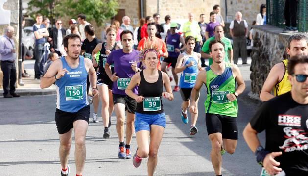 Participantes en la carrera de Ziordia del pasado año.