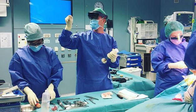 El CHN, pionero en el uso de gafas de realidad aumentada para Enfermería en quirófano
