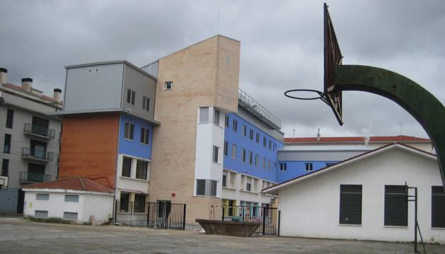 foto de En una imagen de archivo, edificio que acoge la Escuela de Música y Danza en Alsasua.