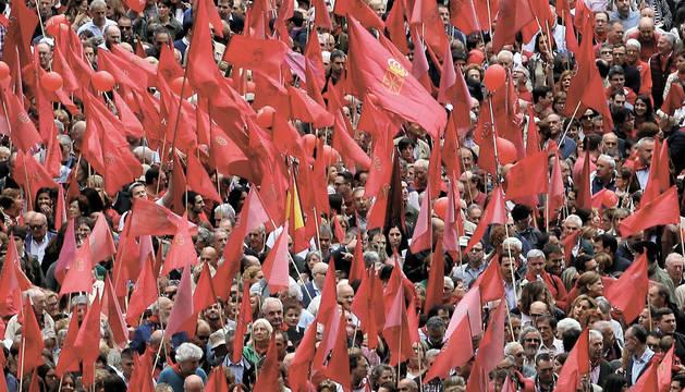 Manifestación de junio de 2017 en Pamplona, para defender la bandera de Navarra y en contra de la derogación de la Ley de Símbolos por el cuatripartito.