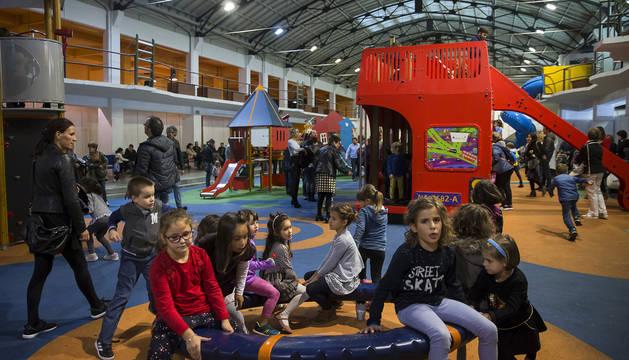 El Ayuntamiento elaborará un plan para cubrir los parques infantiles