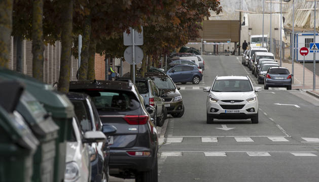 Aparcamientos pequeños, coches grandes en Mendillorri