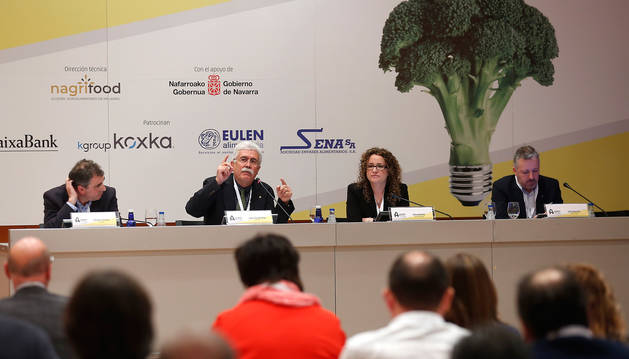 foto de Ponentes del Congreso de Industria Agroalimentaria de Navarra celebrado en Baluarte.