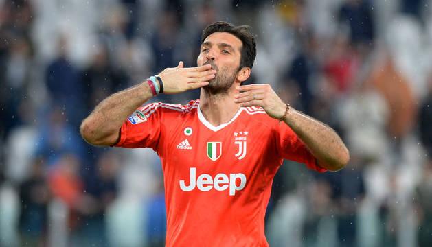 El meta italiano Gianluigi Buffon durante un encuentro con la Juventus
