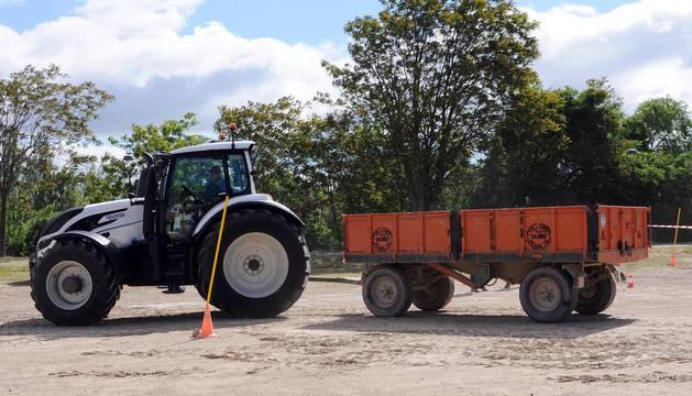 La festividad de San Isidro Labrador es una de las fechas señaladas en Funes. Durante cinco días, los vecinos han disfrutado de un intenso programa de actividades, entre las que se encuentra un original concurso de habilidad con tractores que se celebró la mañana del sábado 12 de mayo en la explanada de la plaza de toros.