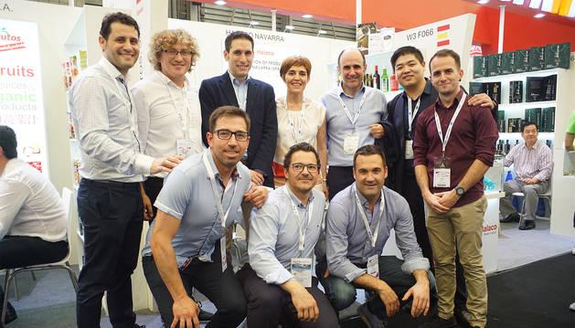 Delegacion navarra y representantes de empresas en la Feria SIAL, en Shangái.