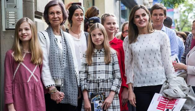 Doña Sofía comparte con la Reina y sus cuatro nietas una tarde de teatrofía comparte con la Reina y sus cuatro nietas una tarde de teatro