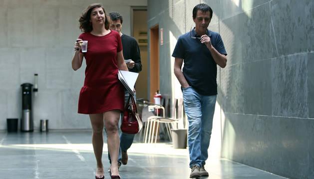 Laura Pérez y Carlos Couso, el pasado viernes en el Parlamento.