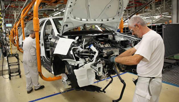 El acuerdo de prejubilaciones en VW Navarra supondrá la incorporación de al menos 800 jóvenes