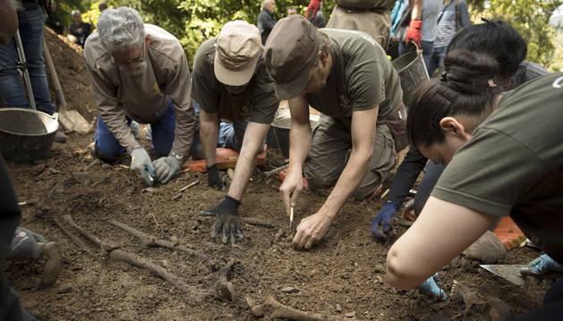 Imagen del proceso de exhumación.