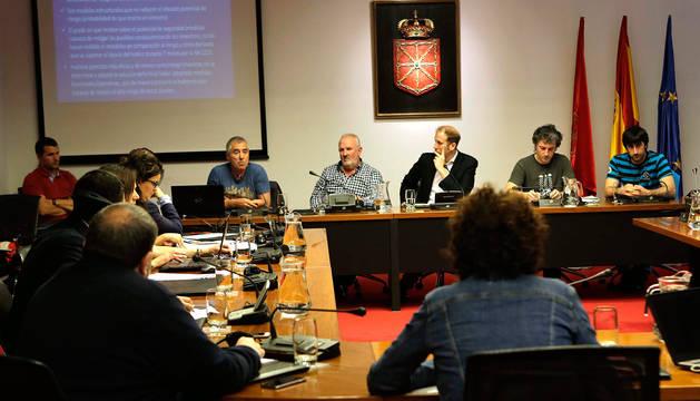 Sesión de trabajo en el Parlamento foral con los alcaldes implicados en Belate.