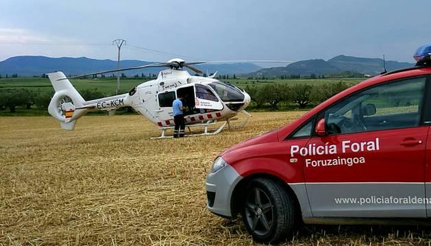 Trasladado en helicóptero al resultar herido tras volcar su motocultor en Aibar