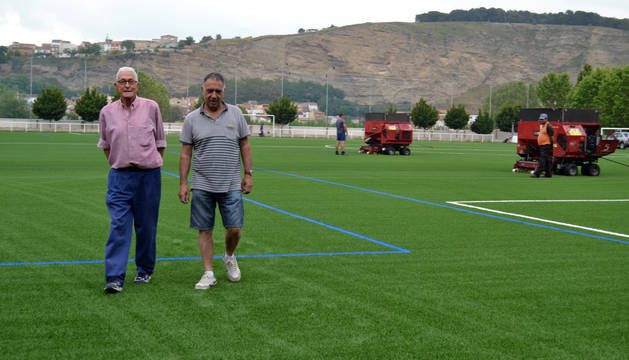 Francisco Marín, exdirectivo del River Ega, y Jesús Sádaba, presidente del club de fútbol.
