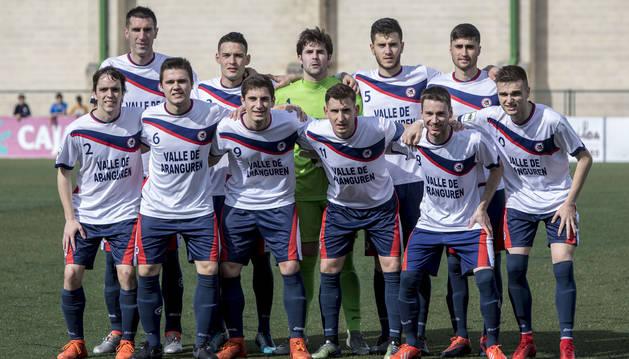 Jugadores de la Mutilvera antes del partido de ida contra el Oviedo.