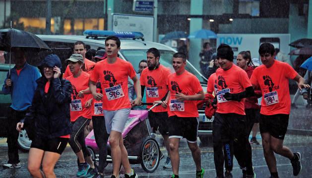 Imagen de la carrera celebrada ayer en Barañain bajo una intensa lluvia