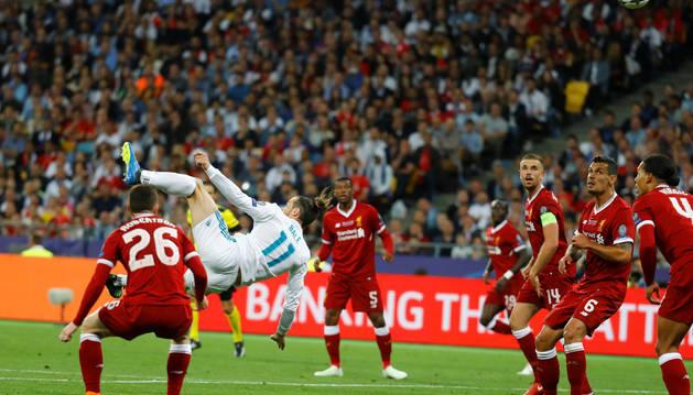 Bale vuela para marcar el 2-1 para el Madrid