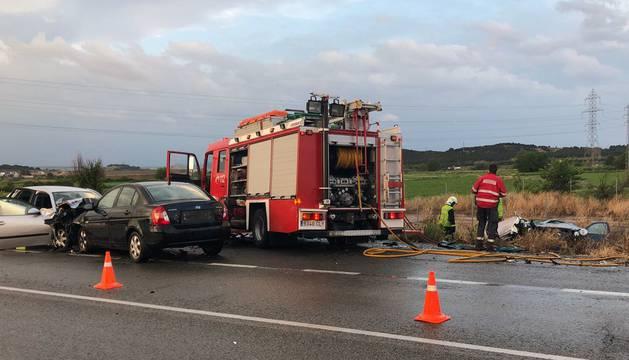 foto de Accidente de tráfico en la NA-6840 en Tudela con tres vehículos implicados en el que ha fallecido una persona.