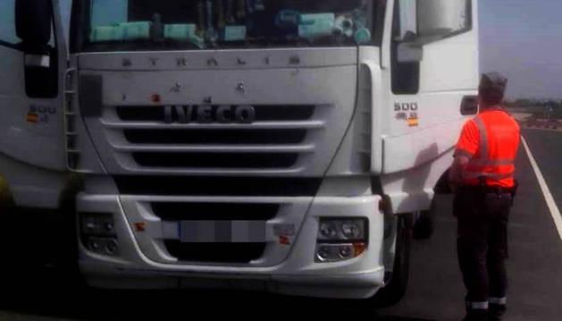 Multado con 9.000 € un camionero en Cinturénigo por manipular el sistema de gases