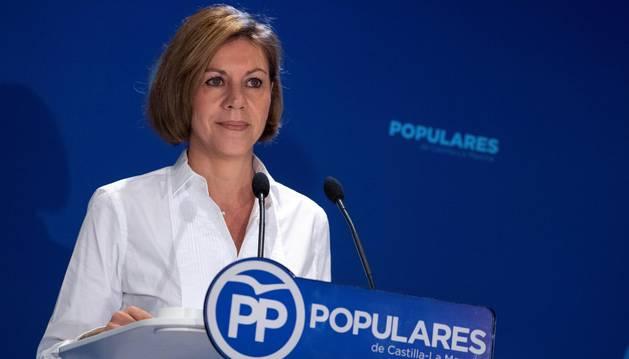 Cospedal dice a Sánchez que apoyarse en los separatistas le convierte en