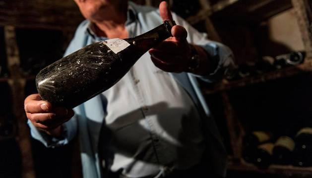 Subastan por más de 100.000 euros un vino de 250 años de antigüedad