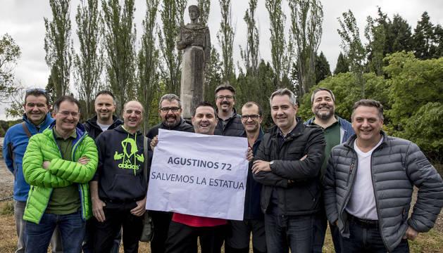 En la imagen, de izquierda a derecha, Juanjo Saura, Javier Azcona, Iñaki Cañamares, José Ramón Andueza, Fulgencio Ramírez, Chema García, Kike Arana, Óscar Echeverría, Patxi Paz, José Luis Ibarrola y Ángel Garrido.  Todos son exalumnos de Agustinos.
