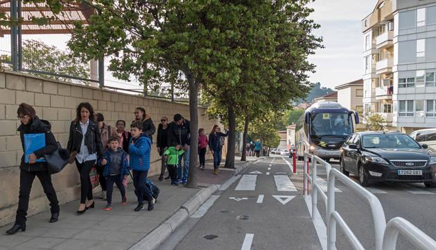 foto de Escolares y sus familias el pasado 17 de mayo, durante la jornada que se organizó a modo de prueba para ir a Remontival a pie.