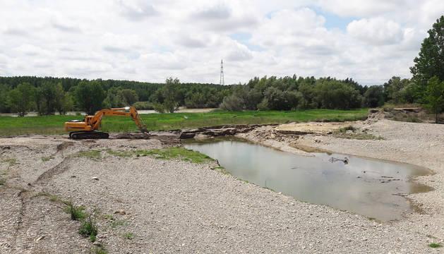 foto de Reparación de las estructuras de defensa afectadas en la última crecida del Ebro en Castejón.